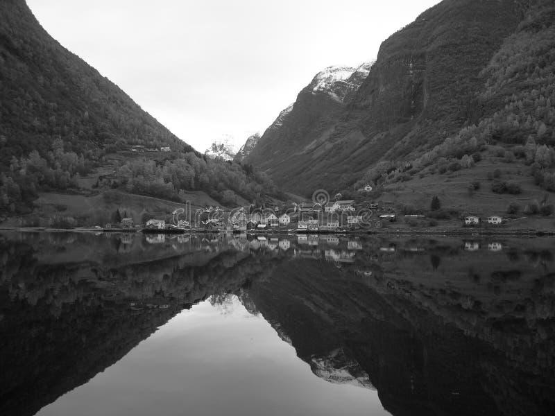 Взгляд фьорда Норвегии стоковое фото rf