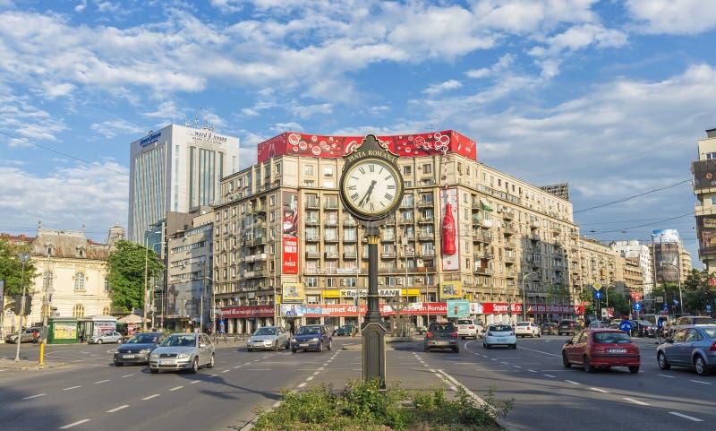 Взгляд часов в римском квадратном Бухаресте стоковое изображение
