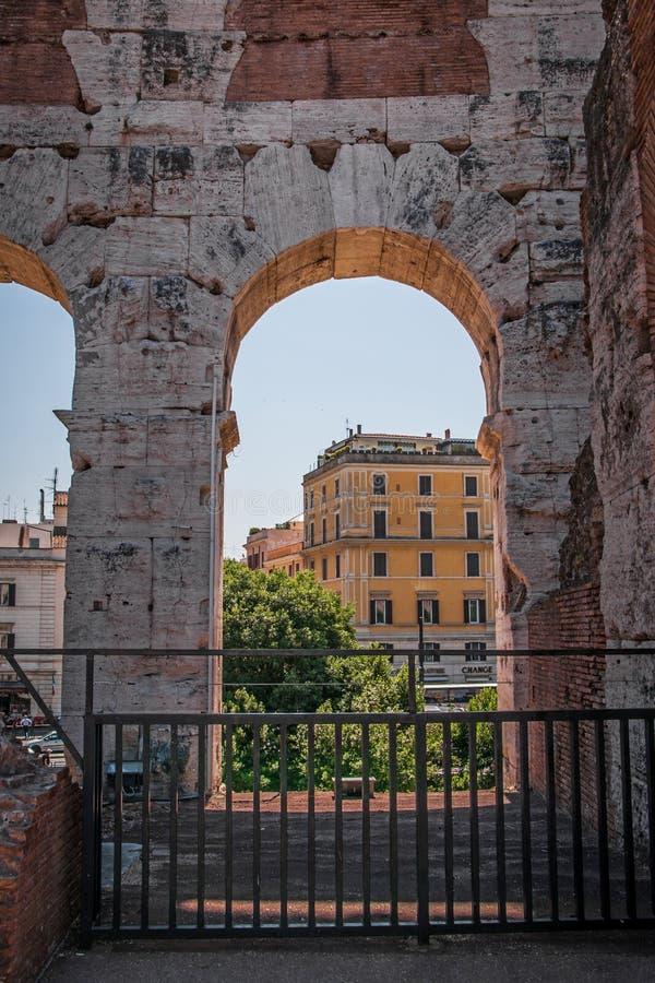 Взгляд через свод Colosseum стоковая фотография rf