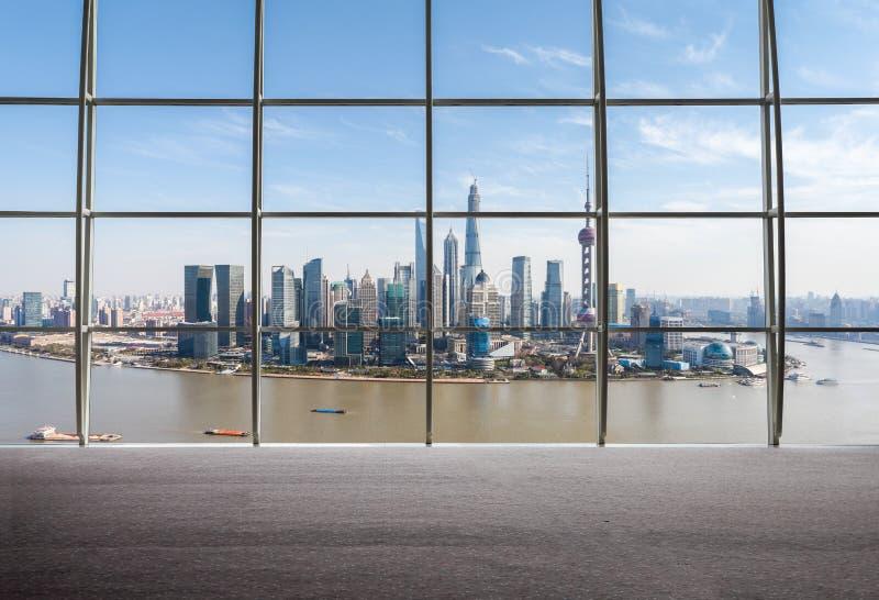 Взгляд Шанхая окна снаружи стоковые изображения rf