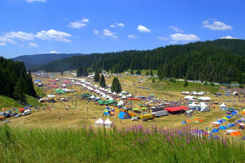 Взгляд ярмарочной площади гор Rhodope красочный стоковая фотография rf