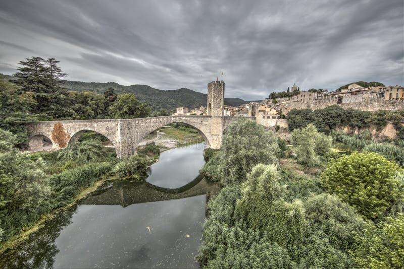 Взгляд Besalú, Gerona, Каталонии, Испании стоковая фотография rf