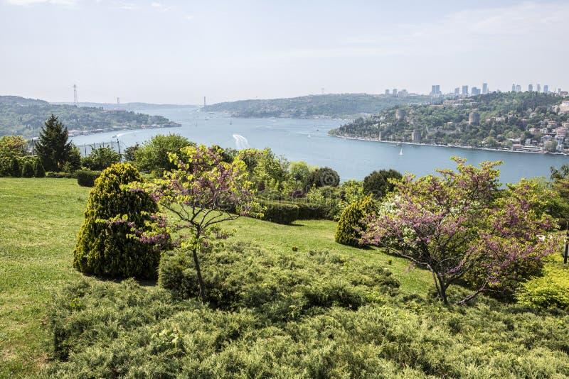 Взгляд Bosphorus от Otagtepe в Стамбуле стоковое фото