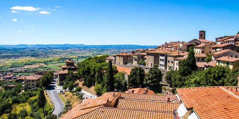 Взгляд Cortona в Тоскане, Италии стоковые фото
