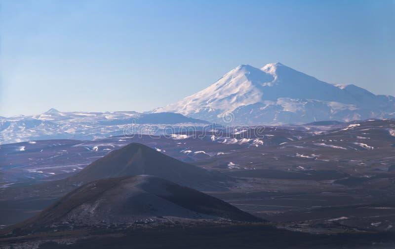 Взгляд Elbrus от горного склона Mashuk стоковые изображения rf