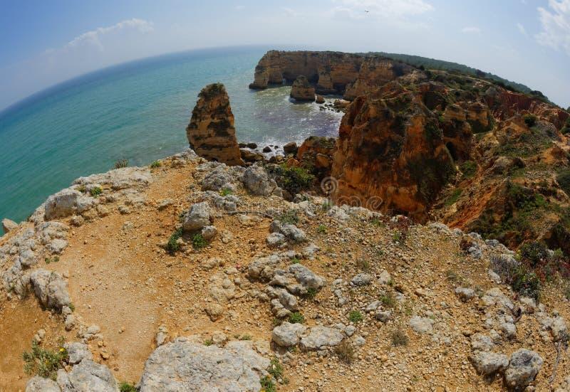 Взгляд Fisheye пляжа da Marinha Прая в Португалии стоковое изображение