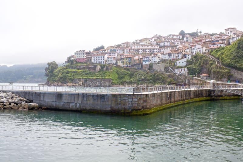 Взгляд Lastres, деревня в Испании стоковые изображения rf