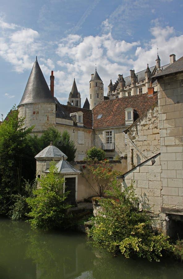 Взгляд loches, Франция, от реки Эндра стоковые фотографии rf
