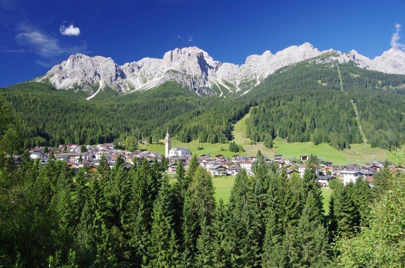 Взгляд Padola, Comelico Superiore, стоковые фотографии rf