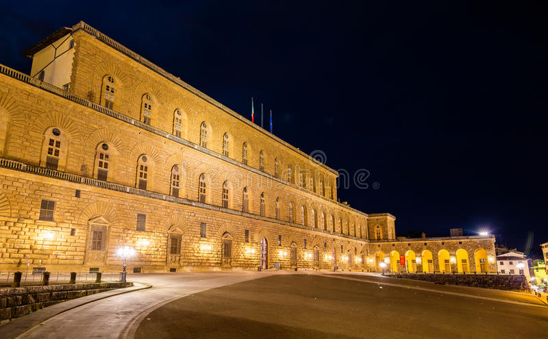 Взгляд Palazzo Pitti в Флоренсе стоковые фотографии rf