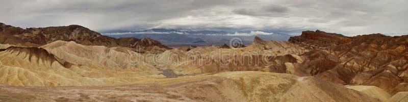 Взгляд Panoramatic пункта Zabriskie в Death Valley Калифорнии стоковые фотографии rf