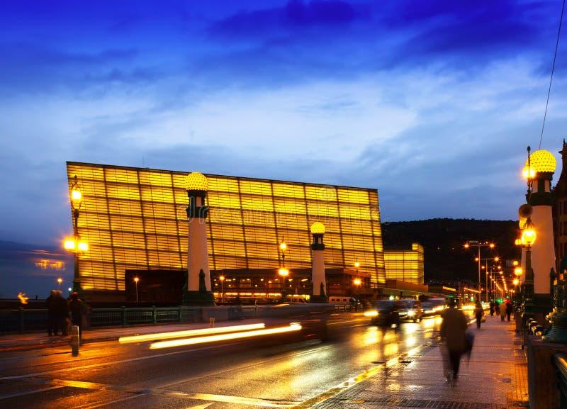 Взгляд Sant Sebastian Центр конгресса Kursaal в вечере стоковое фото