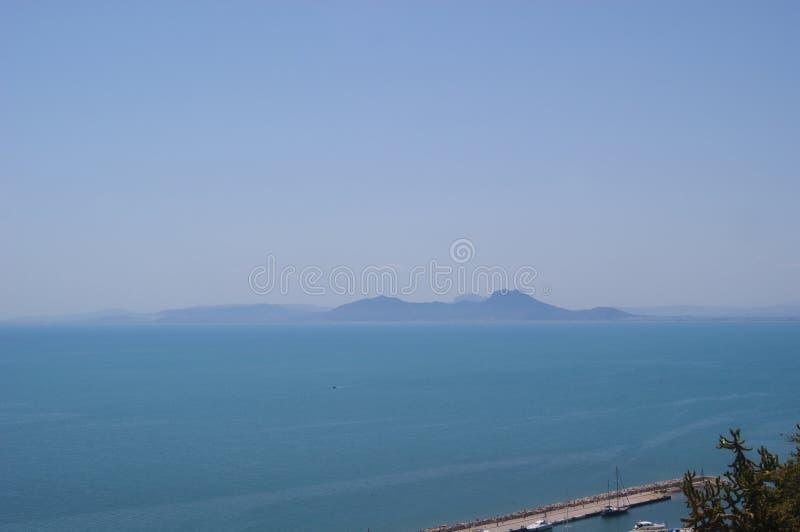 Взгляд Sidi Bou Saïd лагуны стоковое фото rf