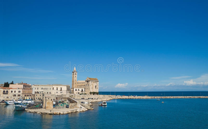 Взгляд Trani Апулия Италия стоковая фотография rf