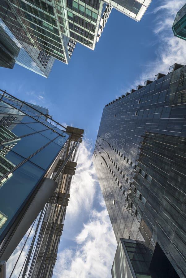 Download Взгляд Upword современных небоскребов в городе Лондона Редакционное Стоковое Фото - изображение насчитывающей англия, зодчества: 41660918
