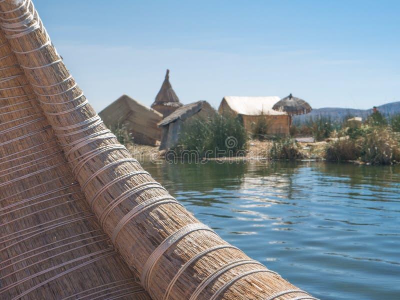 Download Взгляд Uros плавая камышовые острова, озеро Titicaca, зона Puno, Перу Стоковое Изображение - изображение насчитывающей цветасто, семья: 81812791