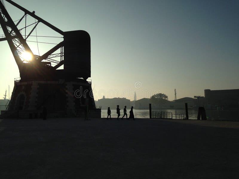 взгляд venice захода солнца san аркады marco гондол стоковое фото