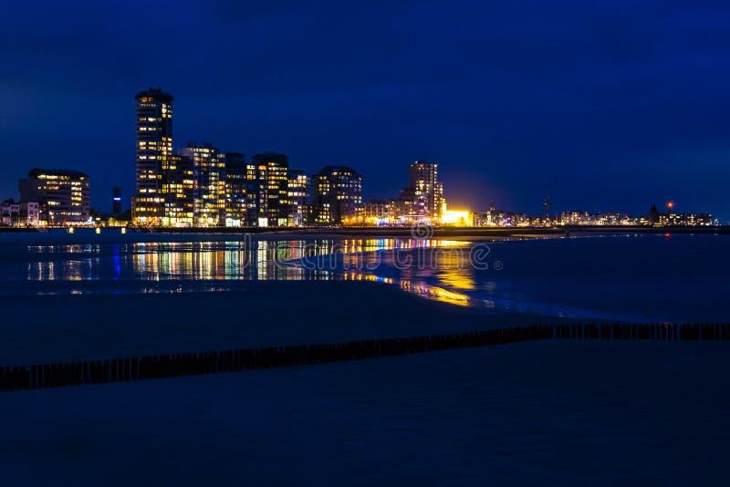 Взгляд Vlissingen, Зеландии, Нидерландов на ноче стоковые изображения rf