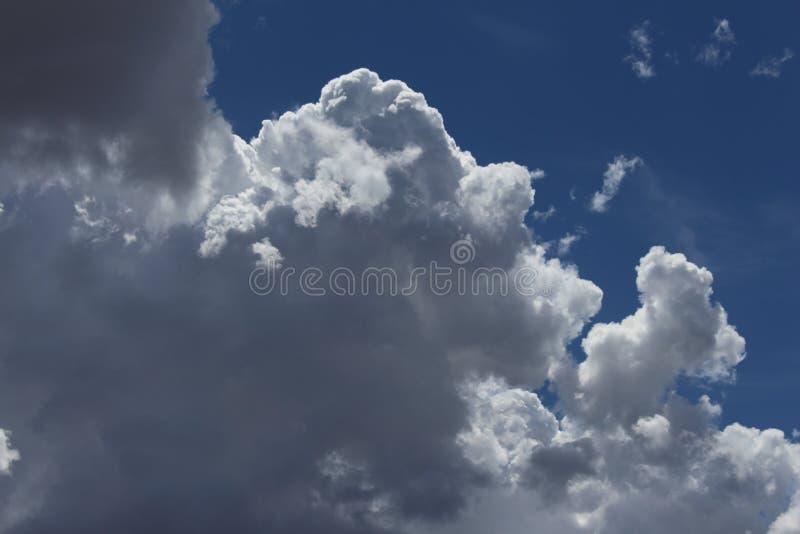 вздымаясь облака стоковая фотография rf