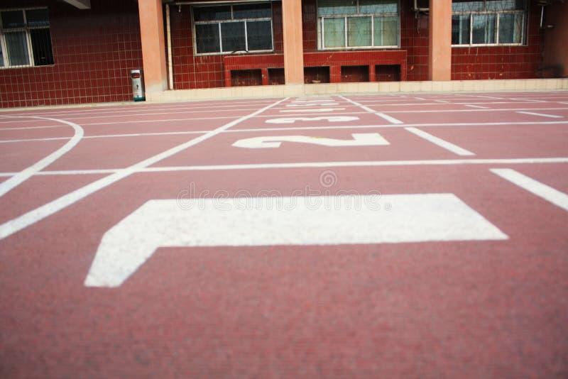 взлётно-посадочная дорожка спортивной площадки стоковые фотографии rf