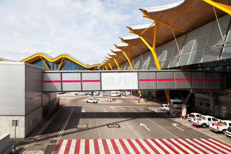 взлётно-посадочная дорожка barajas авиапорта стоковая фотография rf