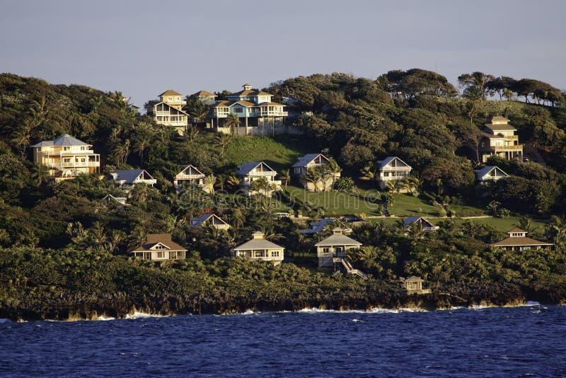 взморье красивейшего острова домов roatan стоковые фото