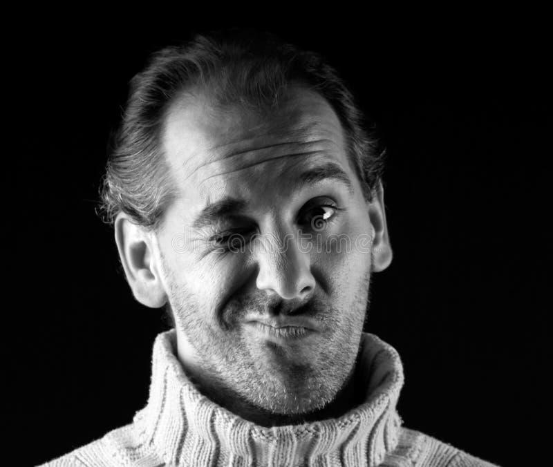 взрослый жизнерадостный wink портрета человека выражения стоковое фото