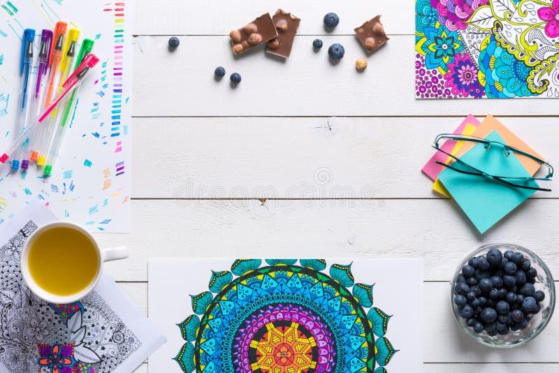 Взрослые книжка-раскраски, концепция mindfulness стоковое фото rf