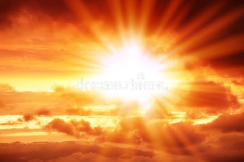 Взрыв в красном небе стоковые изображения