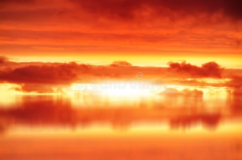 Взрыв в красном небе стоковая фотография