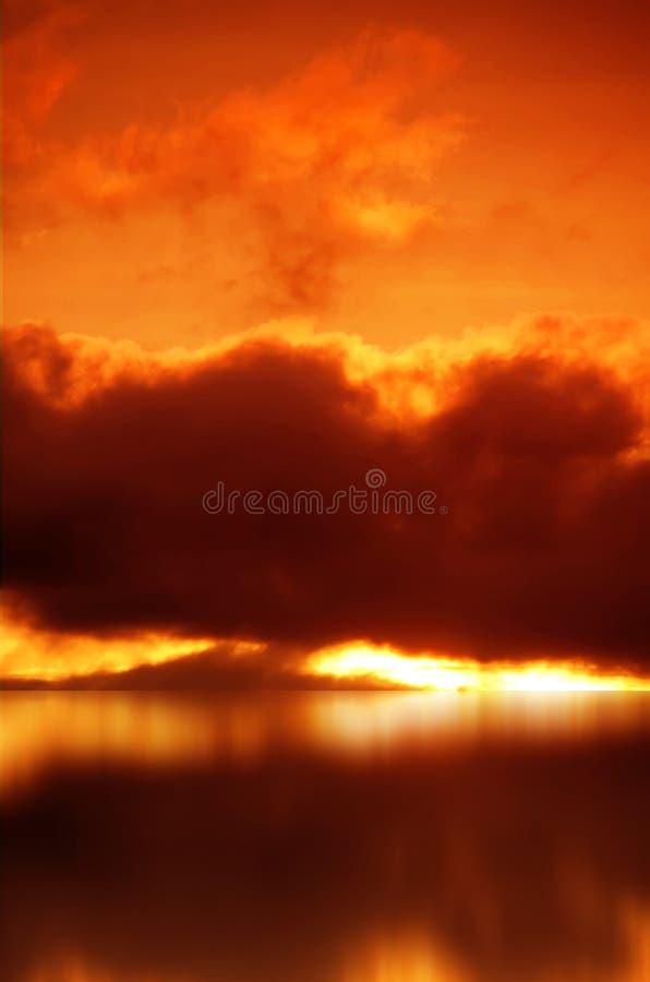Взрыв в красном небе стоковое изображение