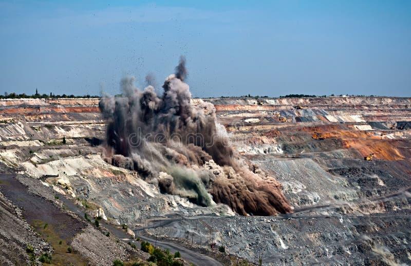 Взрыв в открытом - шахта бросания стоковые изображения rf