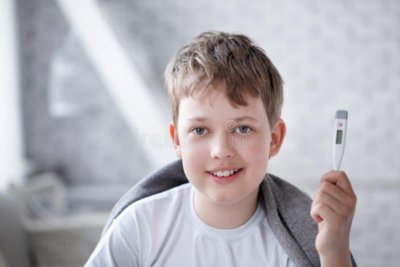 Download Взятый мальчик стоковое изображение. изображение насчитывающей наука - 33728653