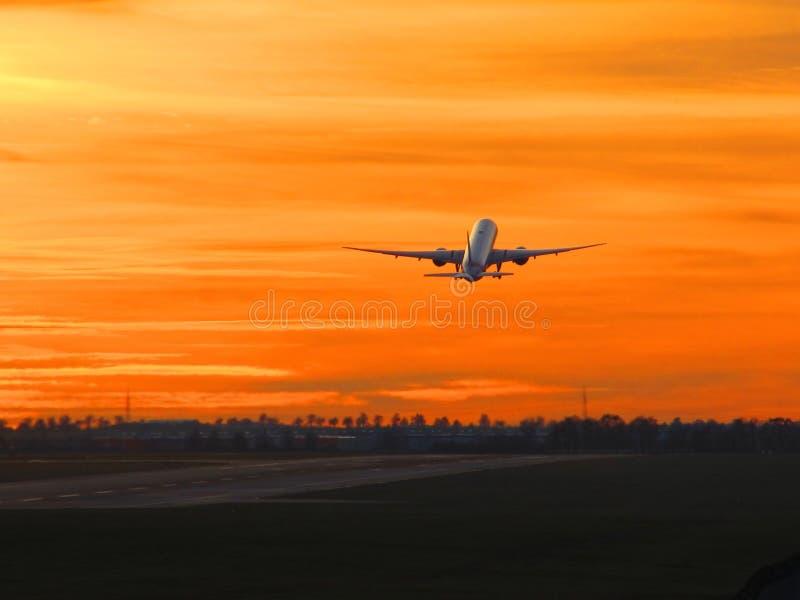 Взлет захода солнца стоковое фото rf