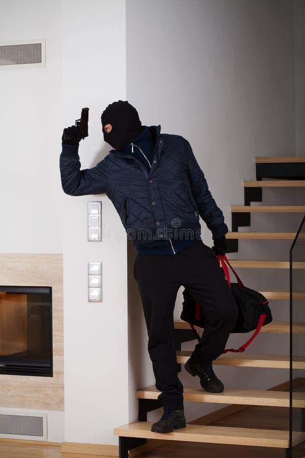 Взломщик нося маску стоковое фото