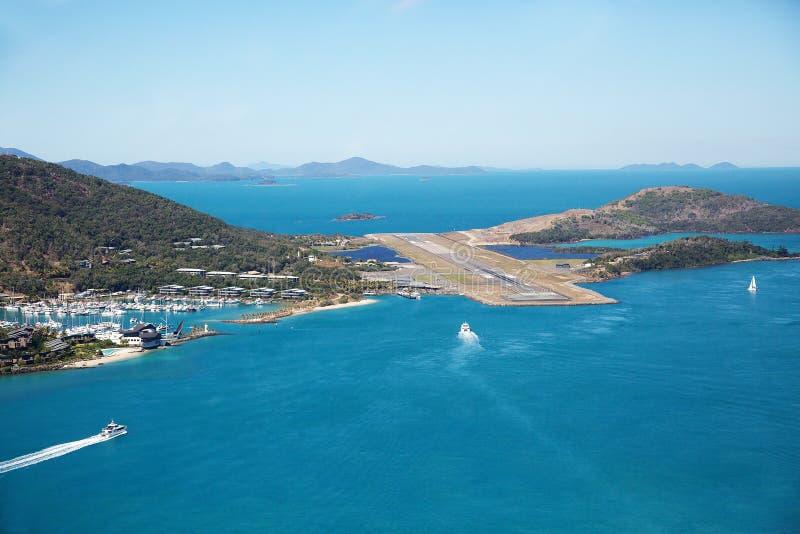 Взлётно-посадочная дорожка авиапорта острова Гамильтона стоковое фото rf