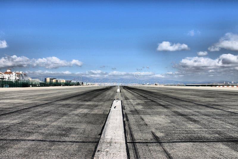 Взлётно-посадочная дорожка авиапорта стоковые фотографии rf