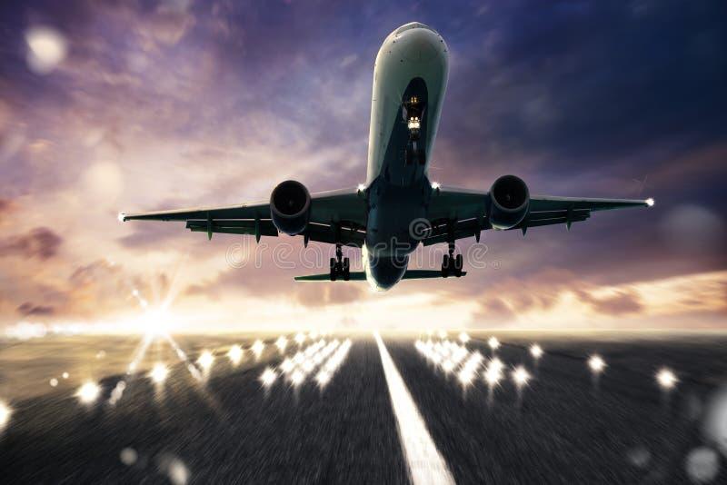 Взлётно-посадочная дорожка воздушных судн стоковые фото