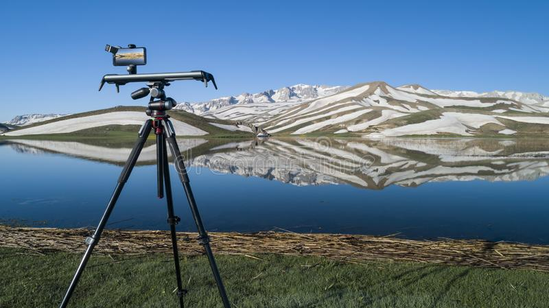 Видео- захват и представление гор в горах стоковое изображение rf