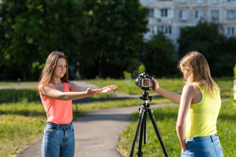 podruzhki-na-kameru-hhh-foto-bolshoy-pizdi