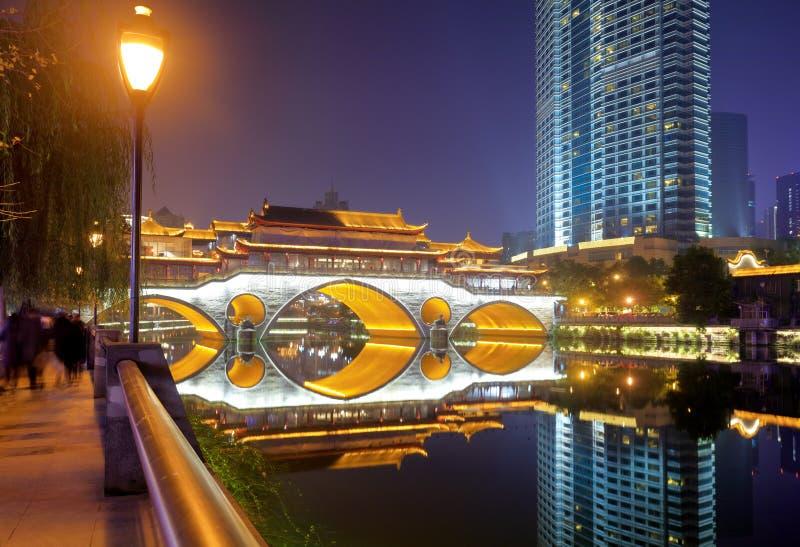 Видимость ночи крытого моста Anshun, srgb отображает стоковая фотография rf