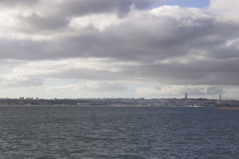 Вид над Альмадой и Лиссабоном стоковое изображение