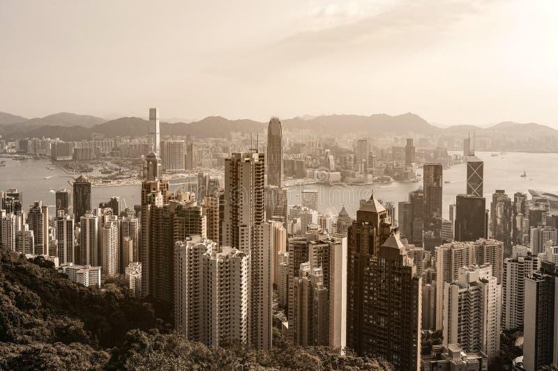 Вид на город Гонконга на восходе солнца от пика Виктории стоковое фото rf