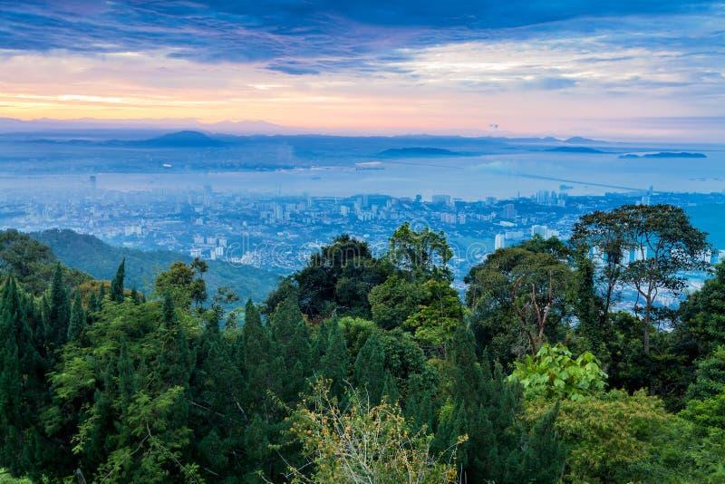 Вид на город городка Джордж от холма Penang во время рассвета стоковые фото