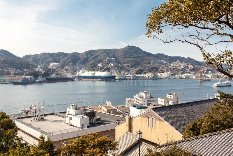 Вид на город Нагасаки от точки зрения сада Главера, Нагасаки, Японии стоковые фотографии rf