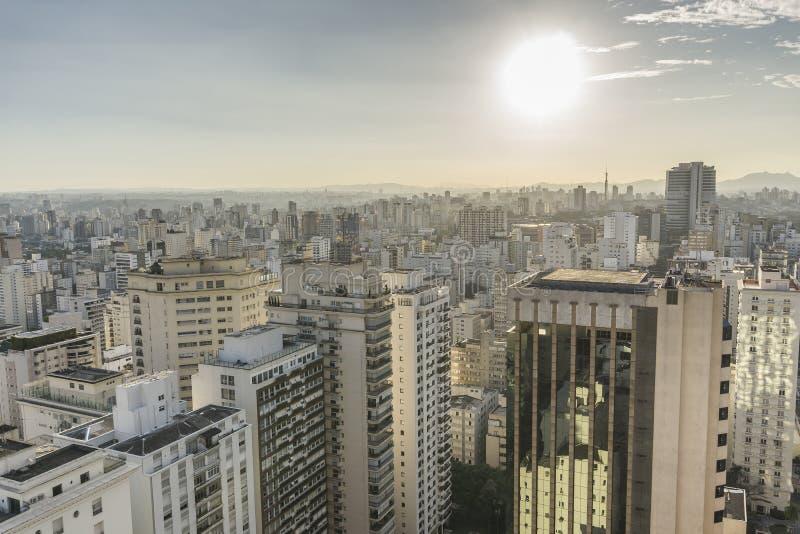 Вид на город Сан-Паулу от вершины здания стоковое фото rf