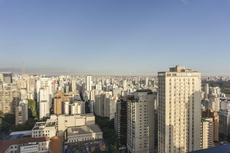Вид на город Сан-Паулу от вершины здания стоковое изображение
