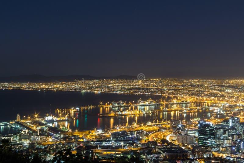 Вид на город nighttime Кейптауна стоковые изображения rf