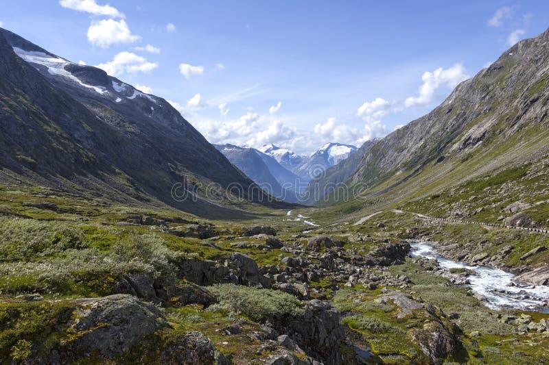 Вид на замечательный горный мир в национальном парке Йостедальсбрен, Норвегия стоковое фото rf