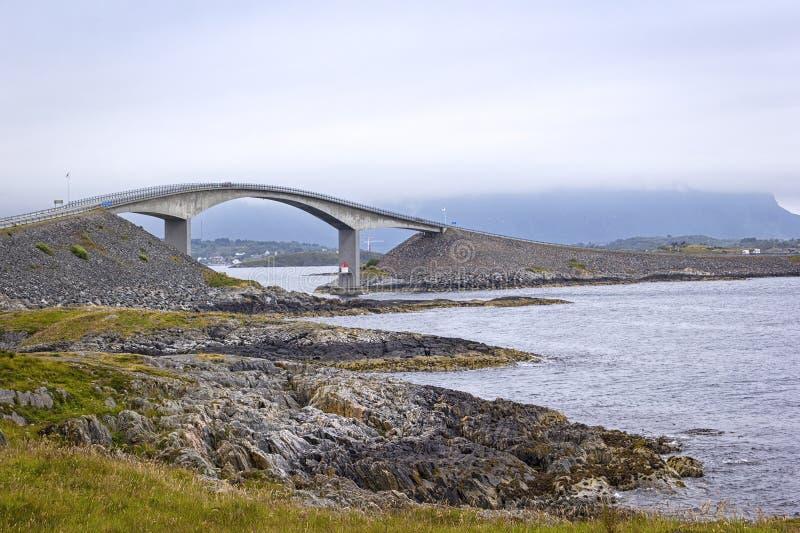 Вид на знаменитую Атлантическую дорогу в Норвегии стоковое изображение